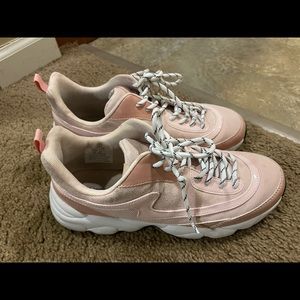 HM DIVIDED pink sneakers